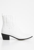 Public Desire - Beetle low heel western ankle boot - white