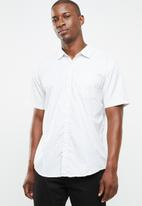 STYLE REPUBLIC - Pinpoint striped short sleeve shirt - multi