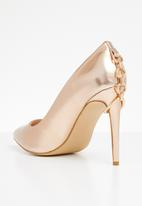 Miss Black - Courts with chain detail - rose gold
