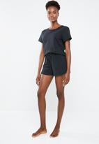 Superbalist - Sleep shorts & T-shirt set - black
