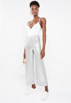 Missguided - Lace trim V-neck bodysuit - white