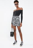 Missguided - Button front long sleeve rib bodysuit - black