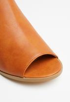 Jada - Slingback block heels - tan