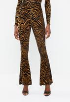 Missguided - Zebra velvet flare trousers - brown