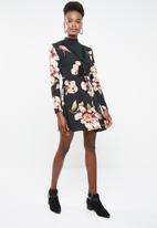 Missguided - Long sleeve lace detail skater dress - multi