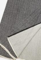 MANGO - Contrast scarf - black & white