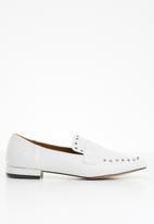 Miss Black - Unique loafer - white