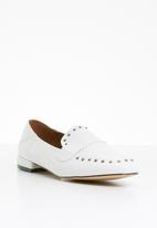 Miss Black - Unique studded loafers - white