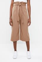 Missguided - Pinstripe paperbag waist culottes - brown