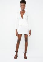 Missguided - Silky long sleeve panelled shift dress - cream