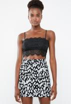 Missguided - Strappy straight necklace bralette - black
