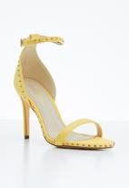Miss Black - Tess stud detail heels - yellow