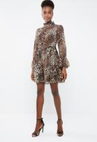 Missguided - High neck tie waist smock dress leopard print - brown