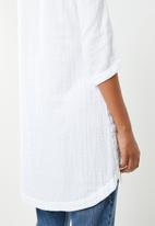 G Couture - V-neck linen tunic with chain neckline - white