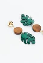 Superbalist - Leaf drop earrings - green
