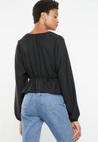 Superbalist - Feminine blouse with peplum - black