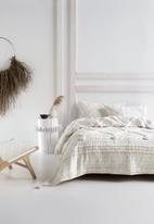 Linen House - Anzar coverlet - white