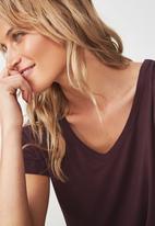 Cotton On - Short sleeve v neck top - burgundy