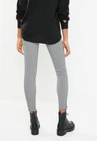 Superbalist - Skinny check pant - black & white