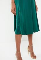 Superbalist - Hi neck midi dress with slit - green