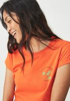 Cotton On - Tbar friends graphic tee - orange