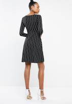 Missguided - Tie front long sleeve midi dress - black