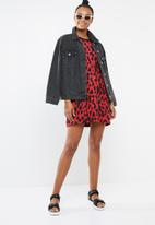 Missguided - Oversized T-shirt dress leopard - red