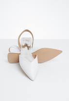 STYLE REPUBLIC - Slingback metallic pumps - white