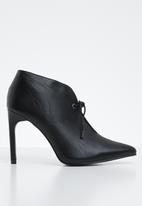 Superbalist - Lara high vamp heel - black
