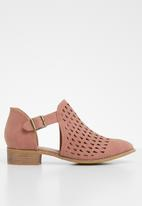 Jada - Laser cut flat ankle boot - pink
