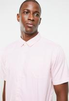STYLE REPUBLIC - Essential slim fit short sleeve shirt - pink