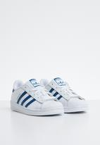 adidas Originals - Superstar C - white & legend marine