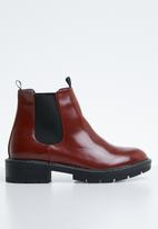 Public Desire - Meadow flat chelsea boot - red