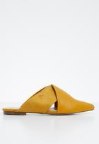 Miss Black - Bokang mule - yellow