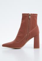 Public Desire - Midi block heel sock fit ankle boot - brown