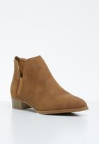 Jada - Slip-on  low heel ankle boots - brown