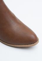 Jada - Side panel low heel ankle boots - tan