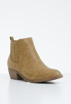Jada - Side panel low heel ankle boots - brown