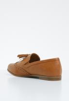 Jada - Tassel combo flat loafer - tan