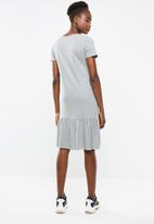 Vero Moda - Carla dress - grey