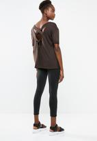 Superbalist - Cross back T-shirt - brown