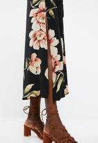Revenge - Cami strap floral maxi with tie waist - black