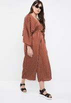 Missguided - Curved kimono sleeve polka dot jumpsuit - brown & white