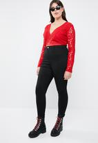 Missguided - Curve sports tape long sleeve plunge bodysuit - red