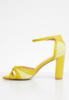 Plum - Check heel - yellow