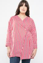 STYLE REPUBLIC PLUS - Wrap stripe blazer - red & white