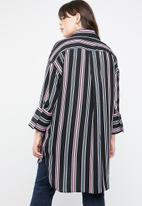 STYLE REPUBLIC PLUS - Longer length stripe shirt - multi
