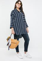 STYLE REPUBLIC PLUS - Longer length stripe shirt - navy & white