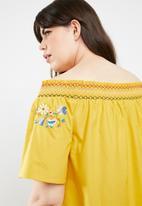 STYLE REPUBLIC PLUS - Boho embroidered bardot top - yellow