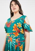 STYLE REPUBLIC PLUS - Garden cold shoulder dress - multi